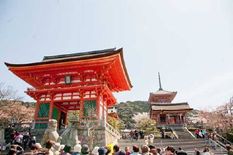 山門と三重塔