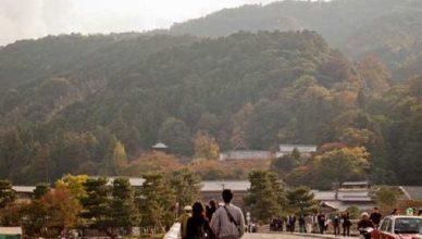 渡月橋を渡るときに法輪寺の塔が見えます