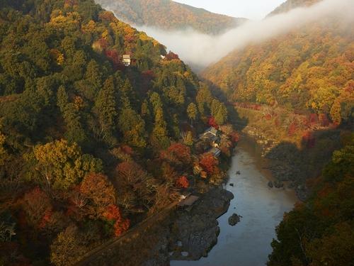 秋の嵐山全景